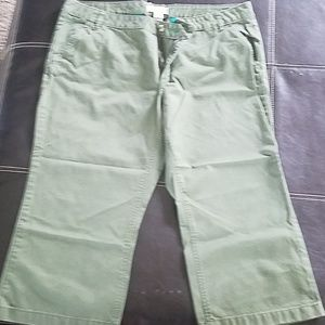 Old Navy low waist capris. Size 18